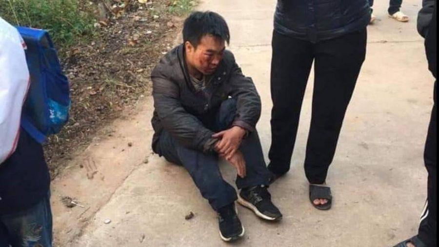 Trộm 11 con ngan, bị người dân đốt xe, vây đánh nhập viện