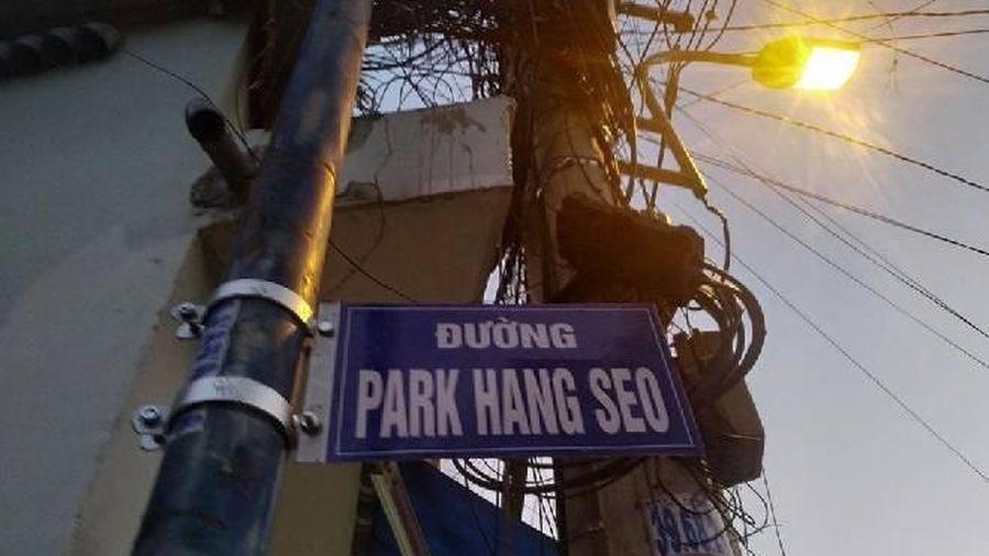 Người dân hiếu kì check-in với tên đường Park Hang Seo ở Sài Gòn