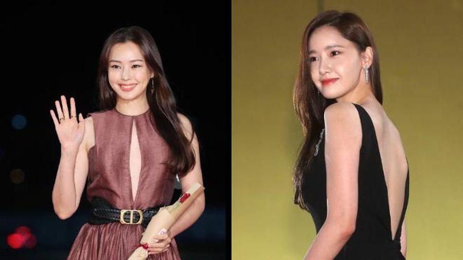 'Nữ thần' Yoona lưng trần nuột nà quyến rũ, Honey Lee mặc váy khoét ngực tinh tế trên thảm đỏ
