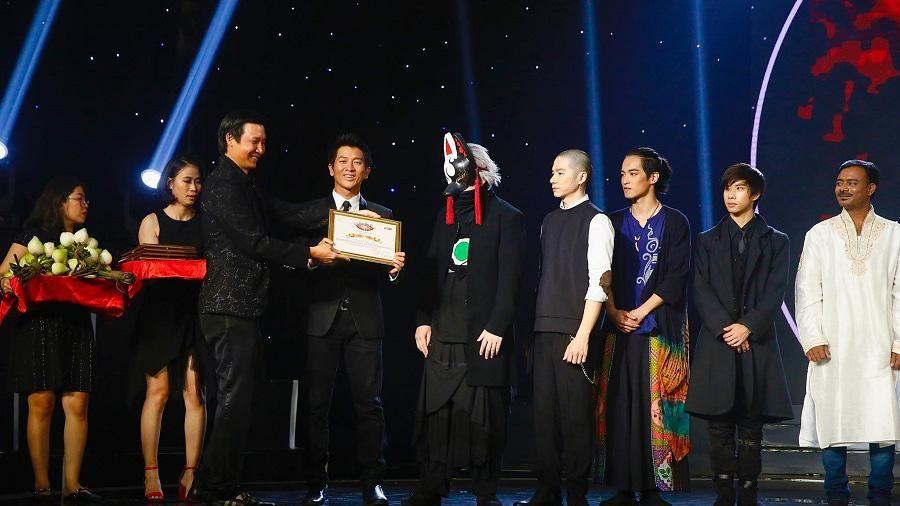 Ảo thuật gia Nguyễn Phương nhận giải sáng tạo nhất 'Kỳ tài lộ diện 2019'