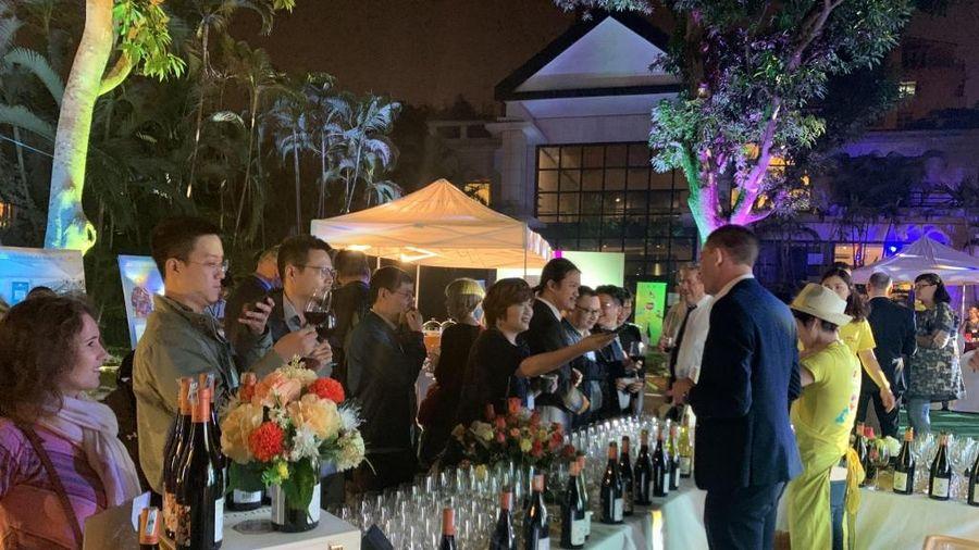Thưởng thức rượu vang và trải nghiệm văn hóa Pháp tại Hà Nội