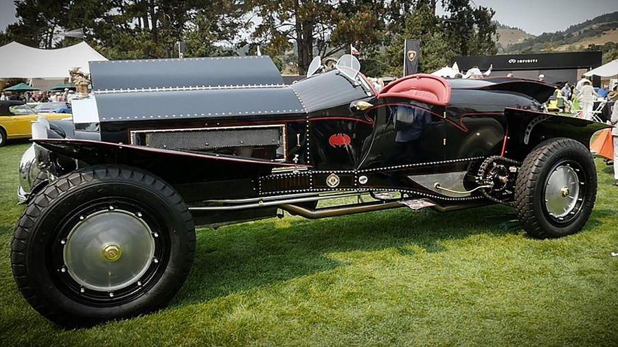 Batmobile phiên bản đặc biệt được thiết kế từ xe cổ trăm tuổi