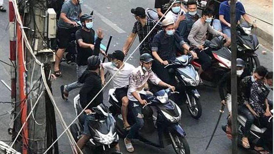 Nhóm đòi nợ chém người đàn ông gần đứt lìa tay ở Sài Gòn