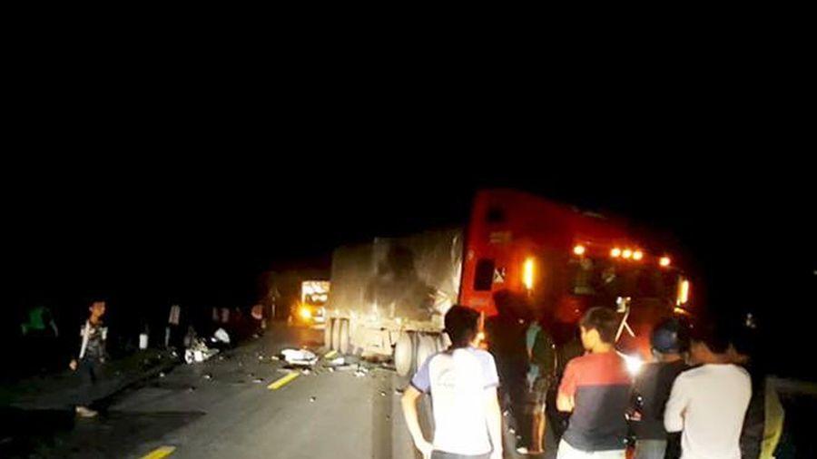 Đấu đầu xe container, 2 thanh niên trùng họ tên tử vong tại chỗ