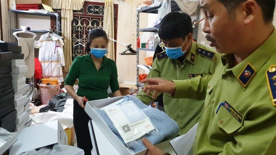Hà Nội: Bắt quả tang công ty Vuvucorp cắt mác Trung Quốc, ngụy tạo nguồn gốc hàng hiệu