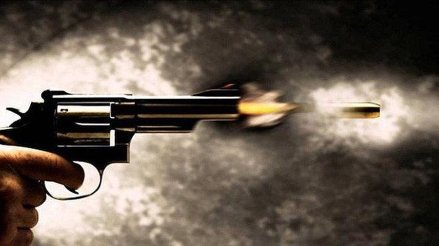 Con nợ rút súng bắn trọng thương chủ nợ ngay tại phòng công chứng