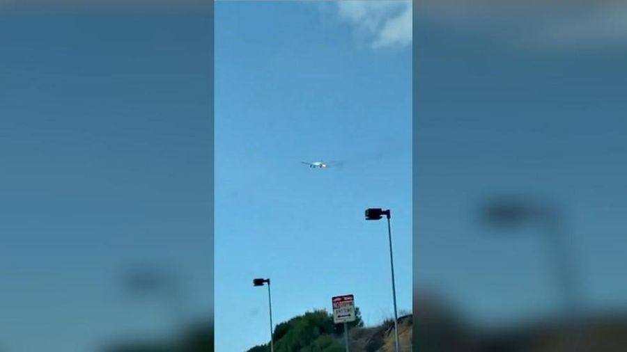 Máy bay bốc cháy khi vừa cất cánh tại Los Angeles