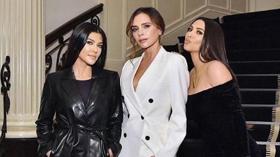 Victoria Beckham 'đọ sắc' xinh đẹp bên chị em Kim Kardashian ở sự kiện