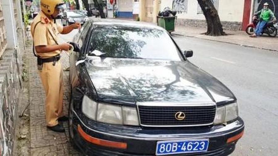 TPHCM: Tạm giữ xe Lexus giả mạo biển số của Báo Thanh tra