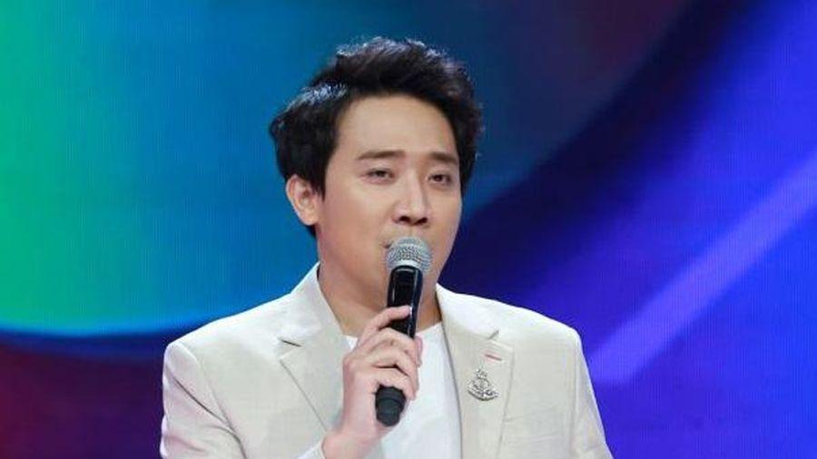 Trấn Thành tiết lộ thời bé nắm tay, đòi NSƯT Hoài Linh dẫn đi diễn