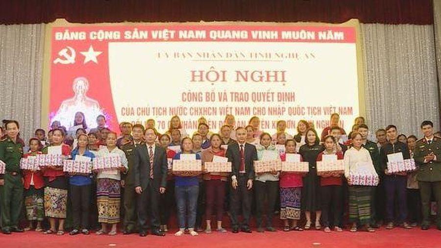 Trao quốc tịch Việt Nam cho 70 người Lào sinh sống ở Nghệ An