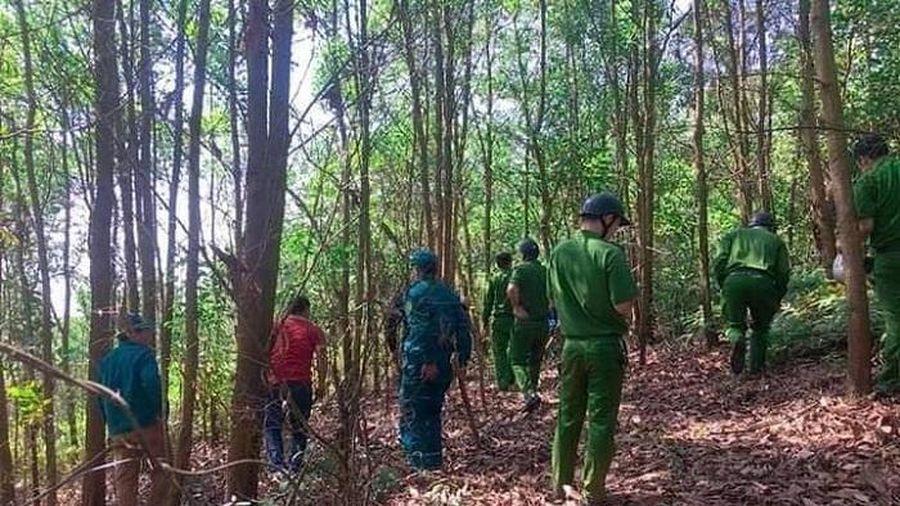 Truy tìm tên cướp cầm dao khống chế nữ tài xế taxi rồi bỏ trốn lên núi