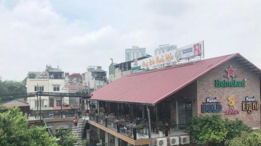 Nhà hàng 'Làng Bia Quán Mộc' lấn chiếm hành lang thoát lũ sông Hồng
