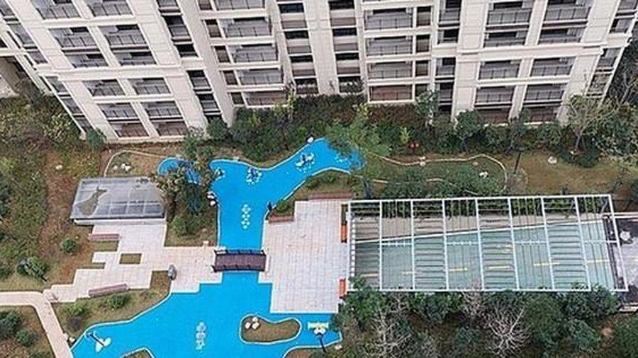 Đổ tiền mua chung cư cao cấp, được ngay bể bơi bằng nhựa