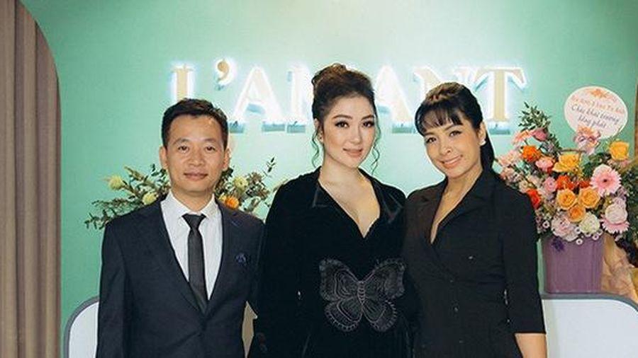 Hoa hậu Nguyễn Thị Huyền hiếm hoi đi sự kiện