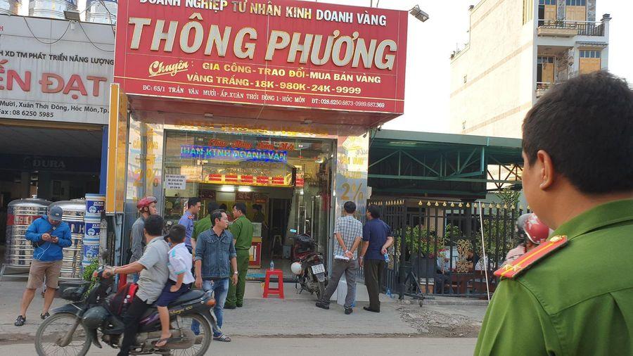 Bắt giữ 2 nghi can nổ súng cướp tiệm vàng ở Sài Gòn