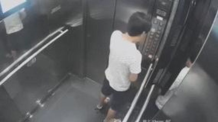 Nam thanh niên tiểu bậy trong thang máy chung cư ở Sài Gòn gây bức xúc