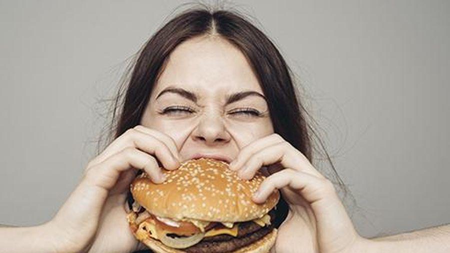Thức ăn nhanh đang 'giết chết' bạn từng ngày như thế nào?