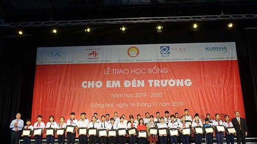 400 học sinh tỉnh Đồng Nai vinh dự nhận học bổng 'Cho em đến trường'