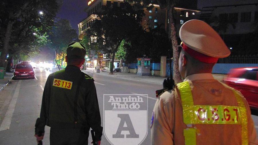 Đang chở 16 bình khí cười phục vụ 'dân chơi', lái xe bị Cảnh sát 141 phát hiện