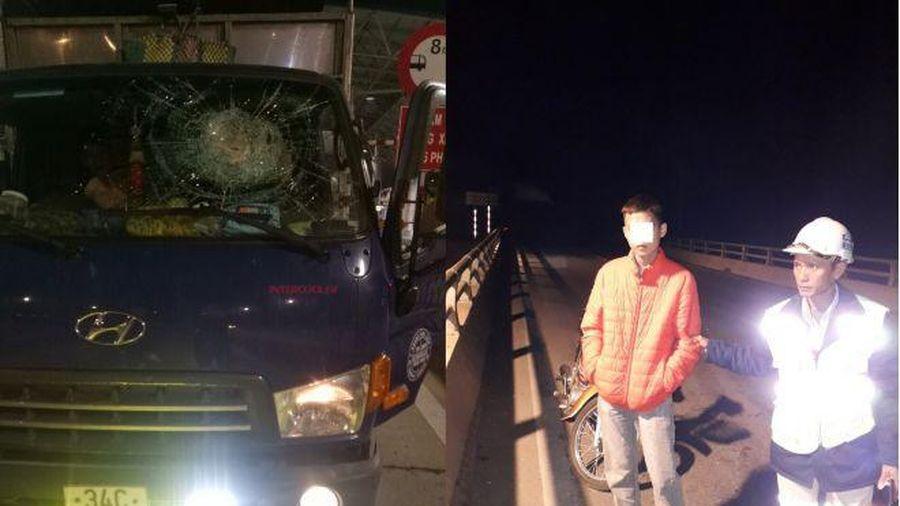 Bắt giữ đối tượng ném đá vào ô tô chạy trên cao tốc Hạ Long - Hải Phòng