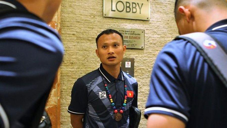 Ông Park Hang-seo về khách sạn Jen Manila trễ 1 tiếng