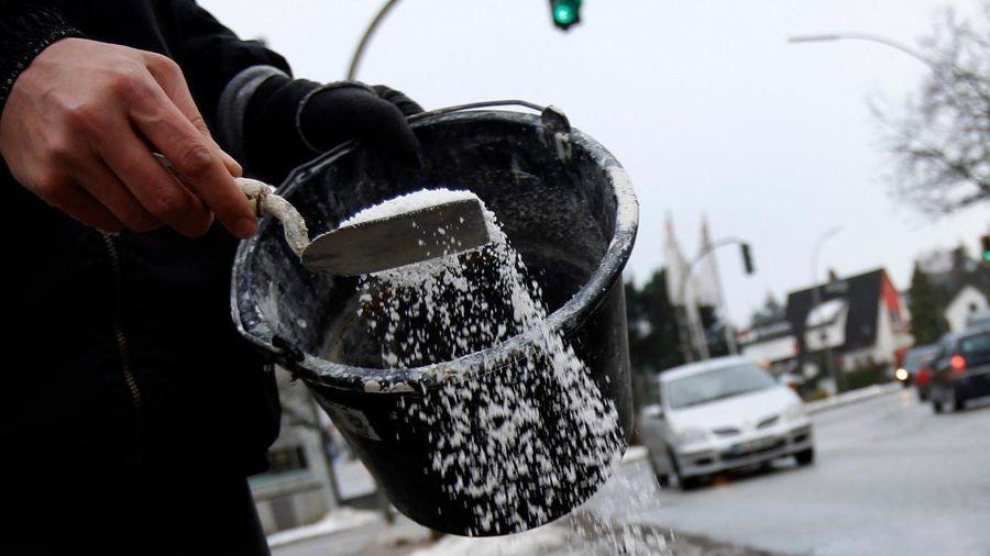 Tại sao muối có thể làm tan băng tuyết?