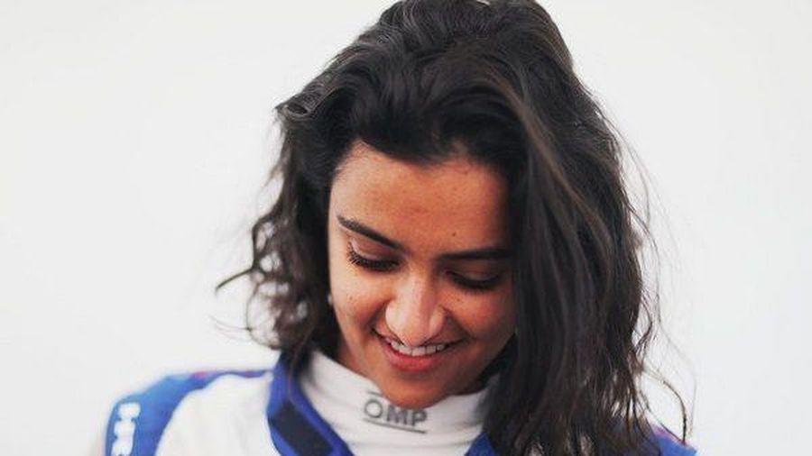 Bóng hồng đầu tiên trên đường đua xe Saudi Arabia