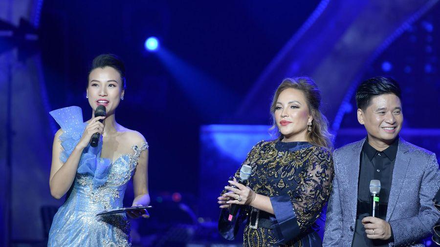 Khán giả la ó vì Hoàng Oanh quên giới thiệu Hà Anh Tuấn, Phương Linh