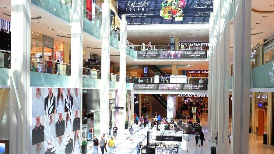 Các khu shopping xa hoa nhưng vắng vẻ ở thành phố giàu nhất Trung Đông