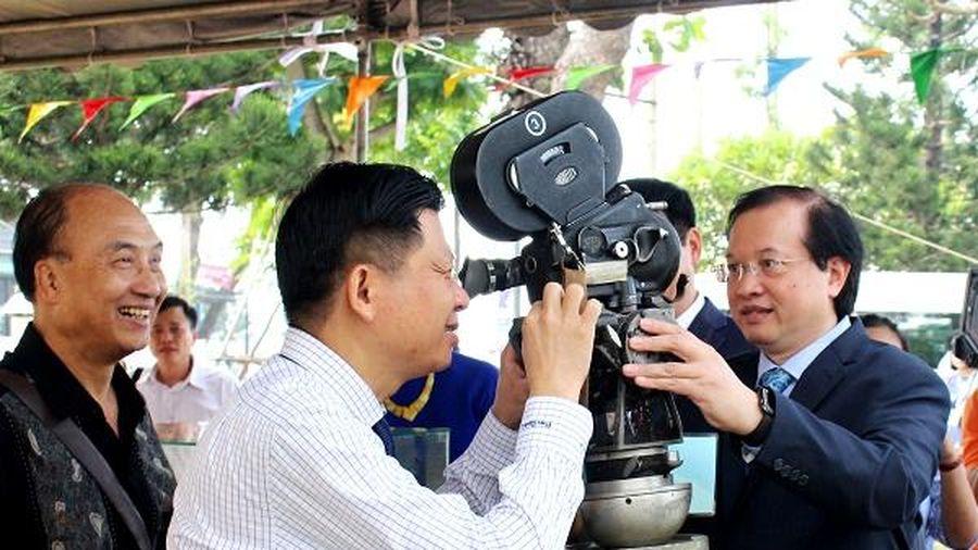 Triển lãm 200 hình ảnh 'Biển đảo Việt Nam qua góc nhìn điện ảnh'