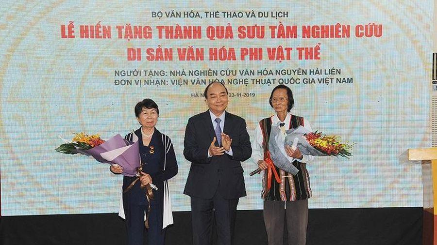 Thủ tướng Nguyễn Xuân Phúc dự lễ hiến tặng thành quả sưu tầm nghiên cứu di sản văn hóa phi vật thể