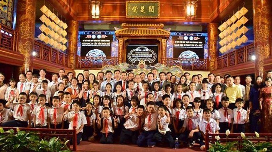 Hợp tác đưa di sản văn hóa vào trường học