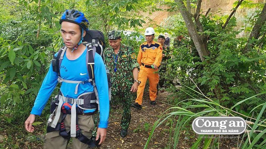 Nỗ lực tìm kiếm nam du khách Canada nghi mất tích trên núi Sơn Trà