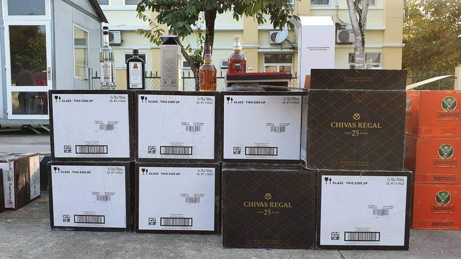 Bắt giữ xe container chở hơn 700 chai rượu ngoại không rõ nguồn gốc trị giá trên 1 tỷ đồng