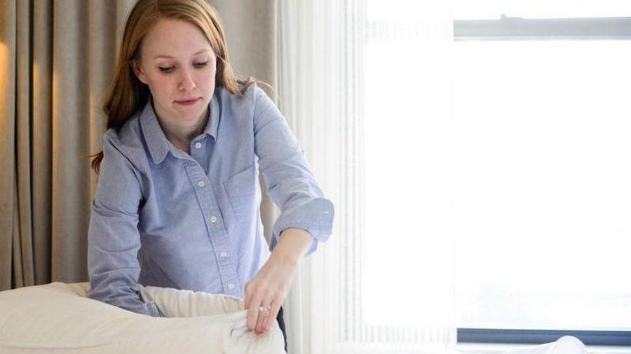 3 bước đơn giản giúp ruột gối căng phồng như lúc mới mua
