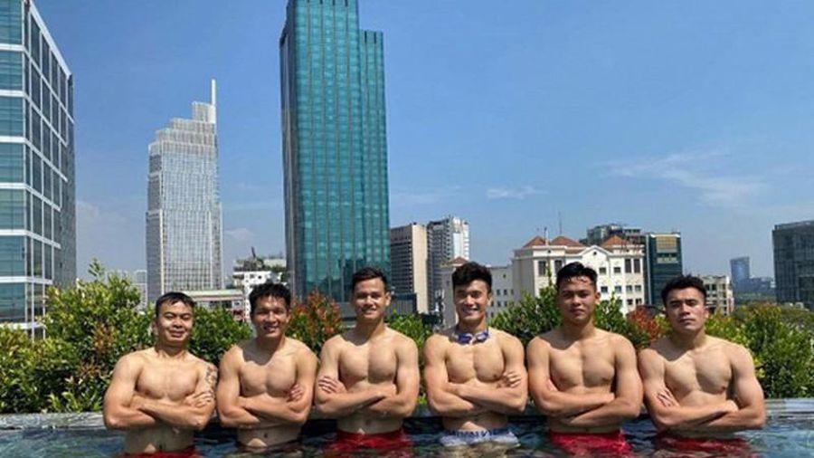 Dàn hot boy U22 Việt Nam cởi áo khoe múi khiến dân mạng phát sốt