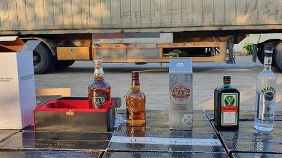 Bình Thuận: Xe container chở rượu ngoại trị giá hơn 1 tỷ đồng không rõ nguồn gốc