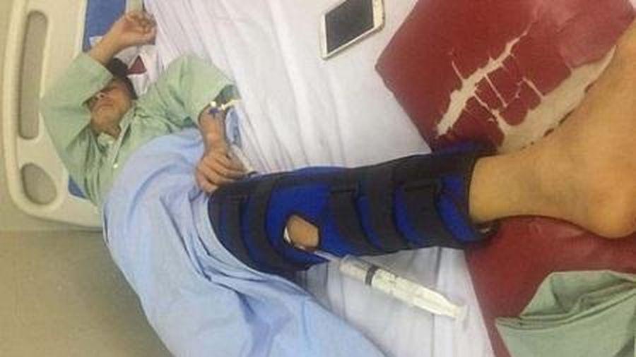 Hòa Bình: Làm rõ vụ nam thanh niên nghi bị đạn lạc găm trúng đùi trong lúc làm vườn