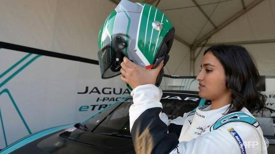 Người phụ nữ đầu tiên ở Arab Saudi đua xe là ai?