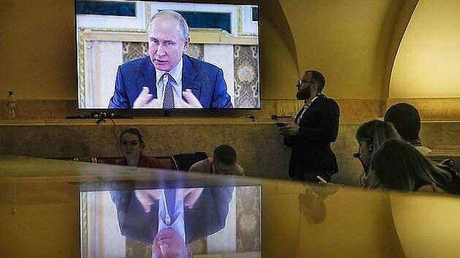 Lý do Latvia cấm cửa các kênh truyền hình Nga