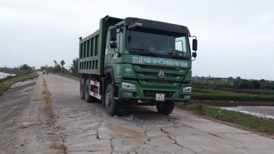 Thái Bình: Đê biển, đường làng bị Công ty CP Tập đoàn Phú Thành 'xới tung' khi thi công tuyến đường... tránh trú bão, cứu hộ cứu nạn
