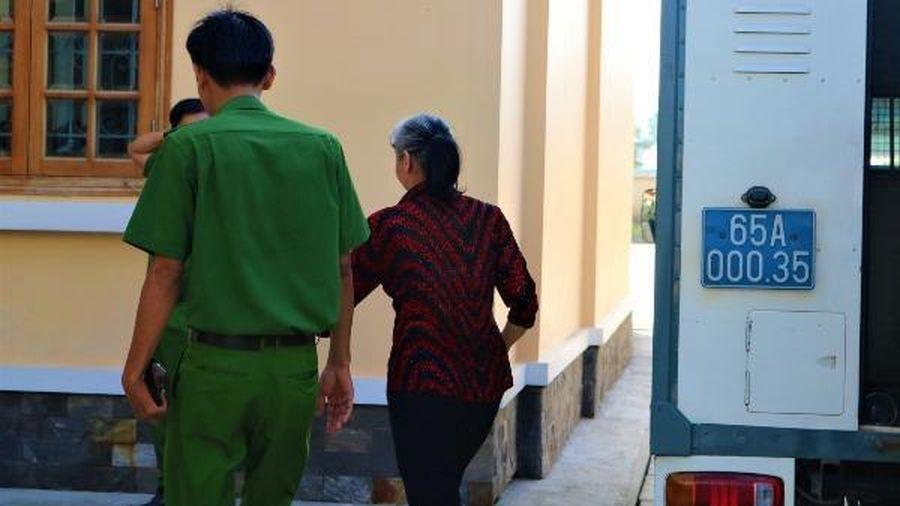 Người phụ nữ lĩnh án tù sau hơn 10 năm bỏ trốn
