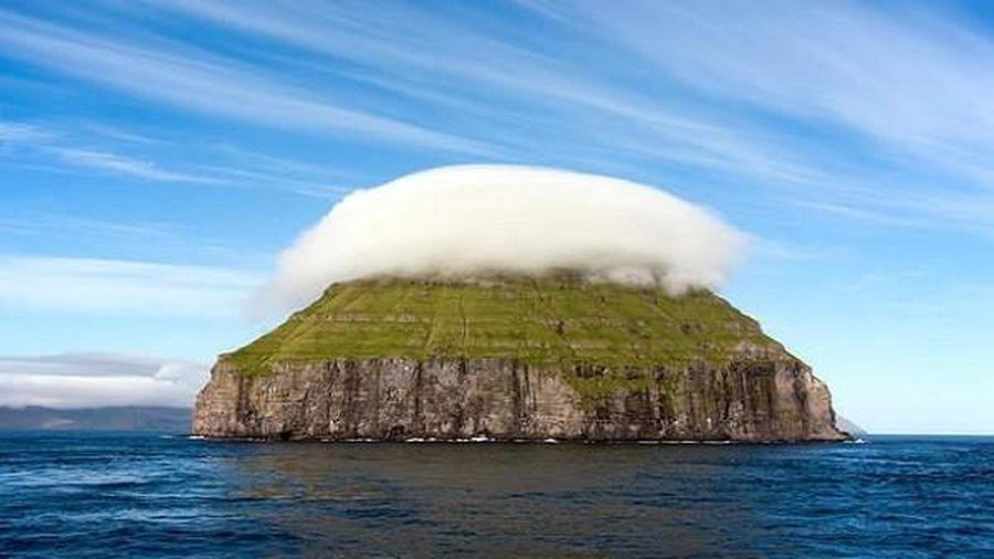 Hòn đảo 'đội' mây giữa Đại Tây Dương