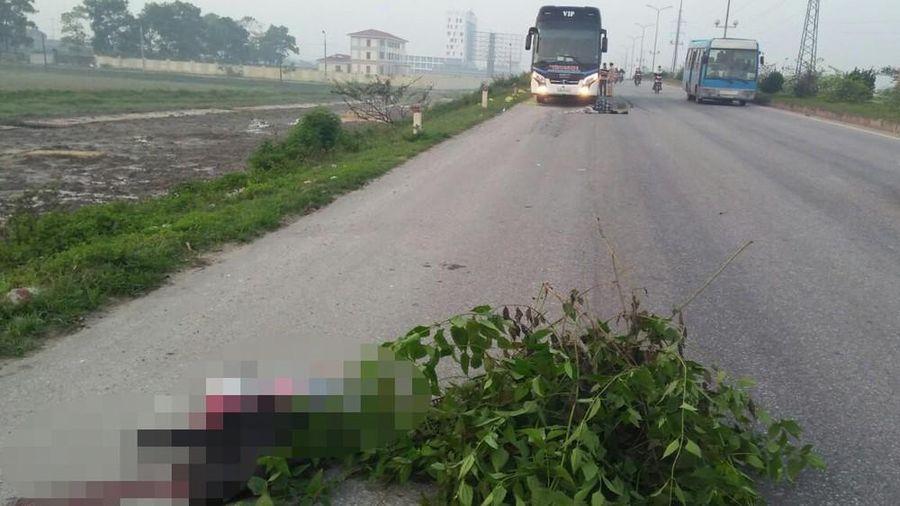 Xe khách tông người đi bộ, 2 bố con tử vong tại chỗ