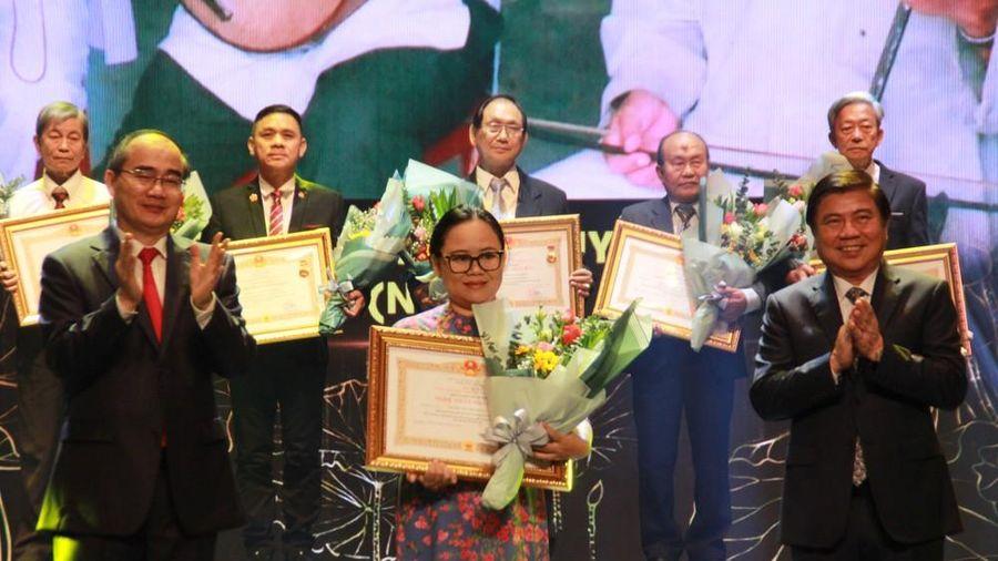Minh Vương, Thanh Tuấn cùng dàn nghệ sĩ tề tựu ở lễ vinh danh