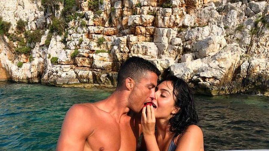 Ronaldo đã bí mật làm đám cưới ở... châu Phi?