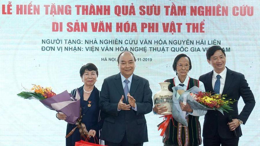 Ông Nguyễn Hải Liên trao tặng công trình nghiên cứu 30 năm cho Nhà nước