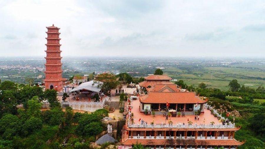 Chùa Tháp Tường Long- Rồng Vàng Trên Đỉnh Long Sơn