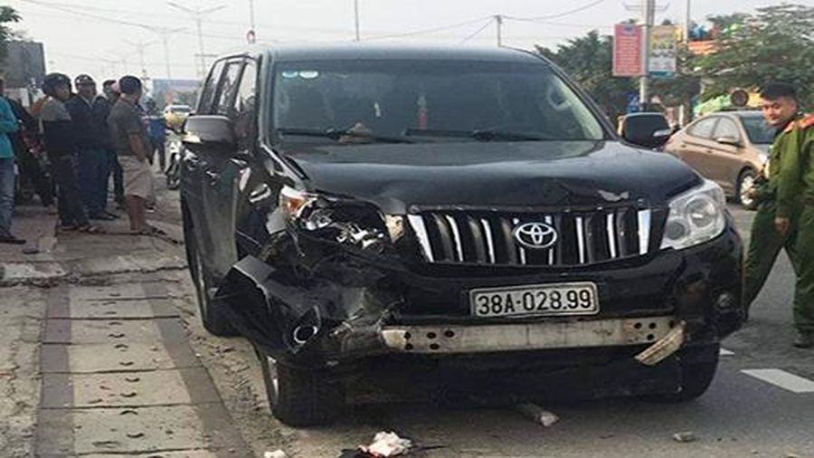 Hai người thương vong sau khi va chạm với ô tô